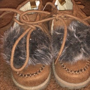Boots with fur
